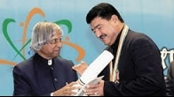 APJ Abdul Kalam awards Dr. B.R. Shetty the Pravasi Bharatiya Samman Award